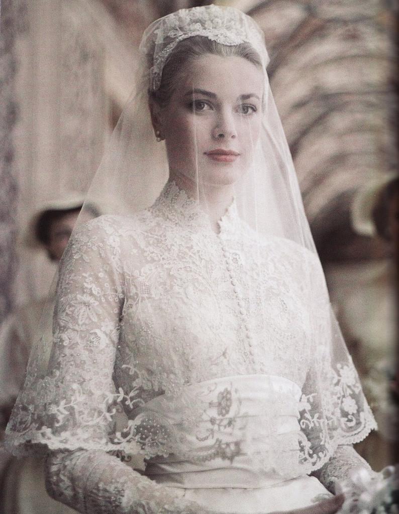 Grace Kelly kot navdih za klasične poročne obleke